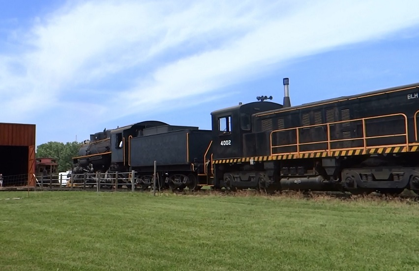 Locomotive 4002 with 29